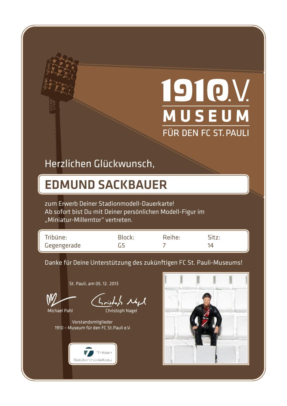 Miniatur-Millerntor: Ausgabe von Dauerkarten und Schmuck-Urkunden
