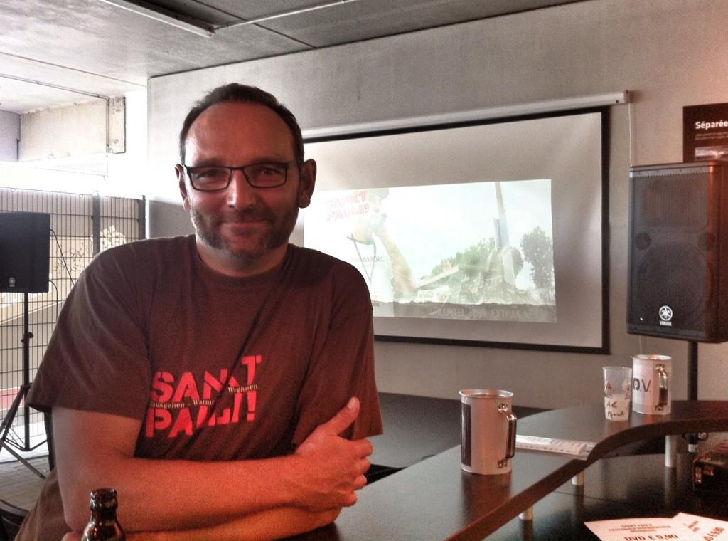 Regisseur Jo Bornemann im Foyer der Millerntor-Ausstellung. Foto: Christoph Nagel