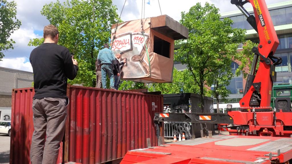 Früher auf der Gegengerade - jetzt auf dem Dach des 1910-Containers: historisches Kamerahäuschen. Foto: Stephan Priess