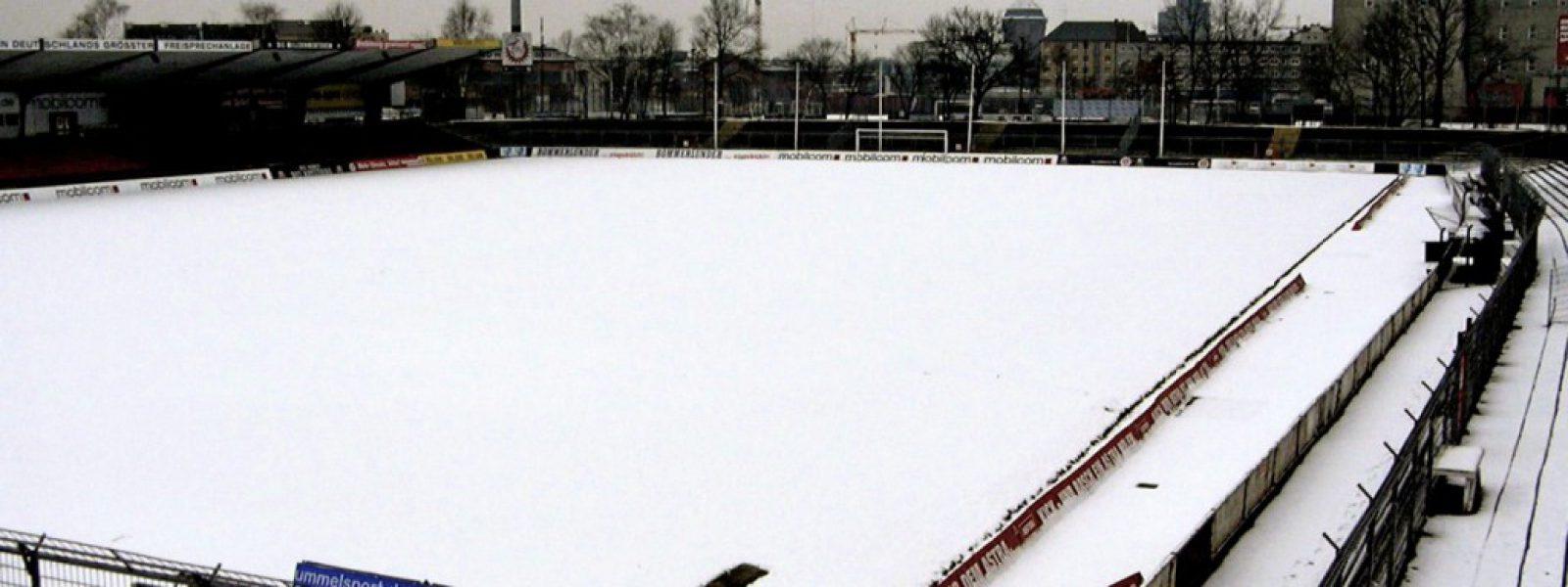Februar 2005: Das Millerntor im Schnee. Foto: Christoph Nagel